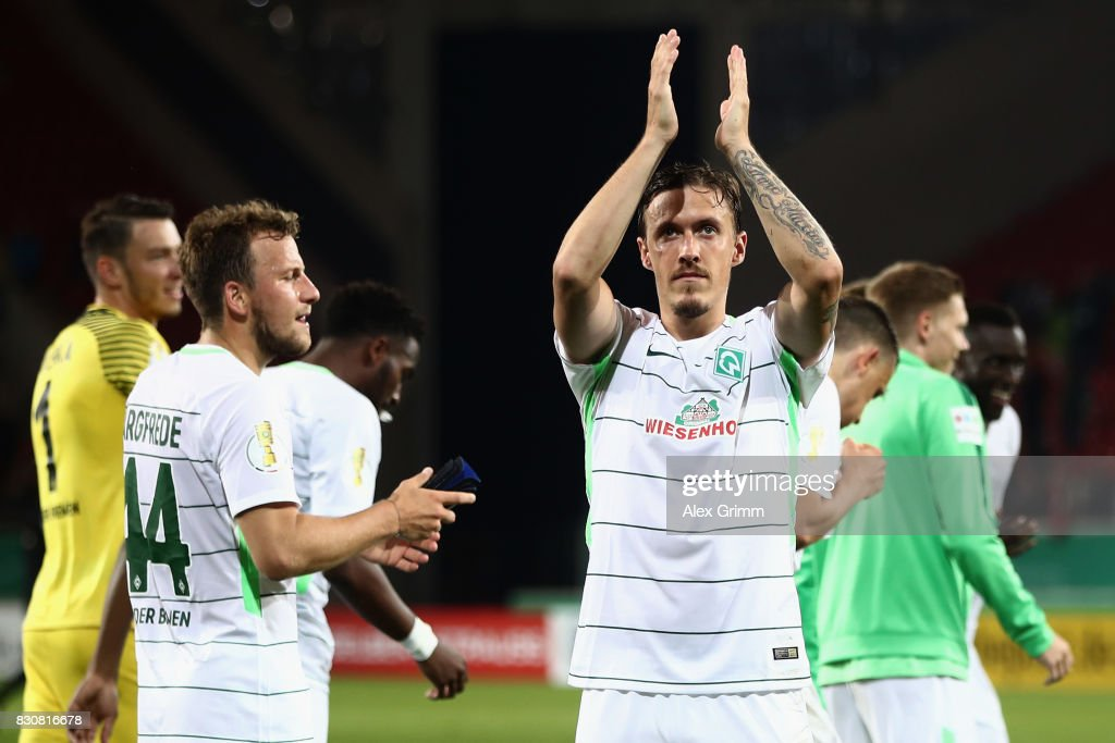 Max Kruse of Bremen and team mates celebrate after the DFB Cup first round match between Wuerzburger Kickers and SV Werder Bremen at Sparda-Bank-Hessen-Stadion on August 12, 2017 in Offenbach, Germany.