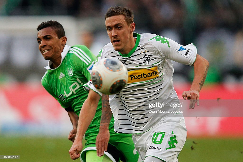<a gi-track='captionPersonalityLinkClicked' href=/galleries/search?phrase=Max+Kruse&family=editorial&specificpeople=3945507 ng-click='$event.stopPropagation()'>Max Kruse</a> of Moenchengladbach gets past Luis Gustavo of Wolfsburg during the Bundesliga match between Borussia Moenchengladbach and VfL Wolfsburg held at Borussia-Park on December 22, 2013 in Moenchengladbach, Germany.