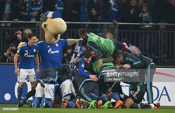 Max Meyer of Schalke celebrates with head coach Andre Breitenreiter and team mates after scoring his teams second goal during the Bundesliga match...