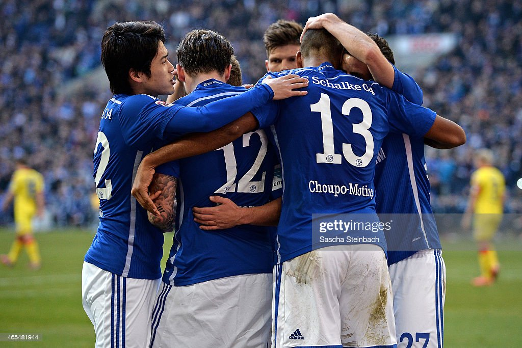 <a gi-track='captionPersonalityLinkClicked' href=/galleries/search?phrase=Max+Meyer&family=editorial&specificpeople=7562133 ng-click='$event.stopPropagation()'>Max Meyer</a> (not pictured) of Schalke celebrates with team mates after scoring his team's second goal during the Bundesliga match between FC Schalke 04 and 1899 Hoffenheim at Veltins Arena on March 7, 2015 in Gelsenkirchen, Germany.