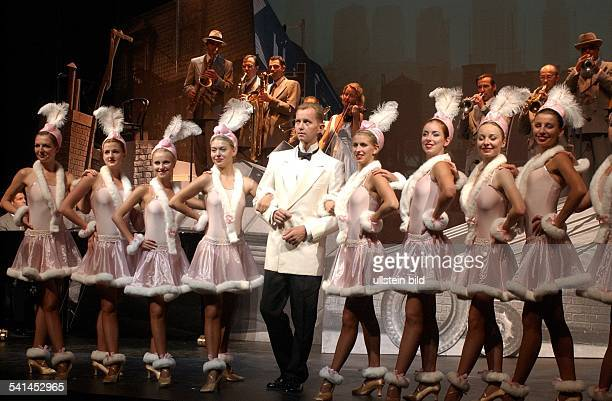 Matthias Otto*Singer entertainer GermanyPerformance of singer Max Raabe with his 'Palast Orchester' and the 'Palast Ballet' in the Thalia Theater...
