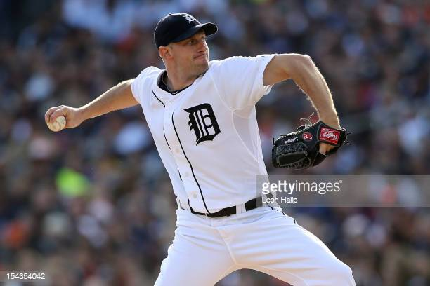 Max Scherzer of the Detroit Tigers throws a pitch against the New York Yankees during game four of the American League Championship Series at...