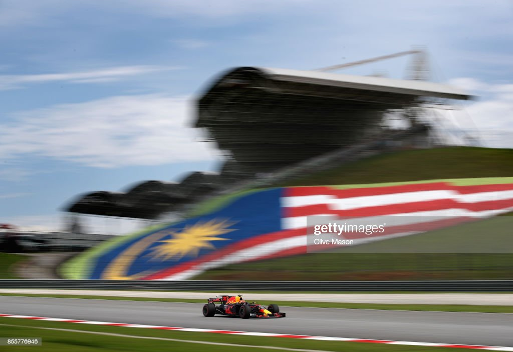 Max Verstappen of the Netherlands driving the (33) Red Bull Racing Red Bull-TAG Heuer RB13 TAG Heuer on track during final practice for the Malaysia Formula One Grand Prix at Sepang Circuit on September 30, 2017 in Kuala Lumpur, Malaysia.