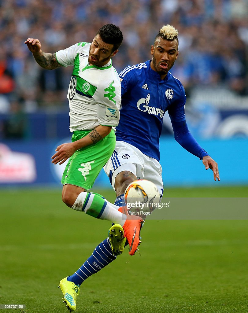 Maxi Choupo Moting (R) of Schalke challenges <a gi-track='captionPersonalityLinkClicked' href=/galleries/search?phrase=Vieirinha&family=editorial&specificpeople=4320033 ng-click='$event.stopPropagation()'>Vieirinha</a> of Wolfsburg during the Bundesliga match between FC Schalke 04 and VfL Wolfsburg at Veltins-Arena on February 6, 2016 in Gelsenkirchen, Germany.