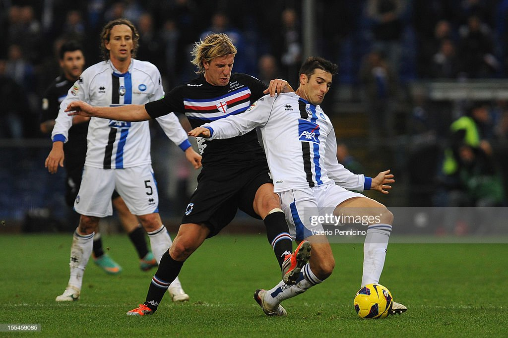 Maxi Lopez (L) of UC Sampdoria competes with Federico Peluso of Atalanta BC during the Serie A match between UC Sampdoria and Atalanta BC at Stadio Luigi Ferraris on November 4, 2012 in Genoa, Italy.