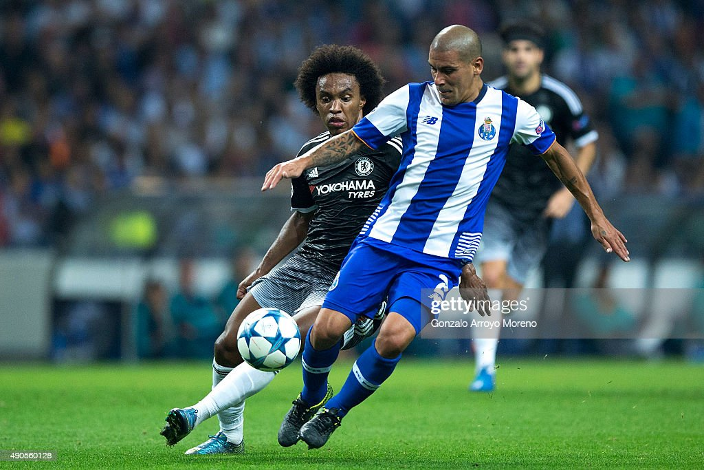 Maxi Pereira of FC Porto competes for the ball with Willian da Silva of Chelsea FC during the UEFA Champions League Group G match between FC Porto...