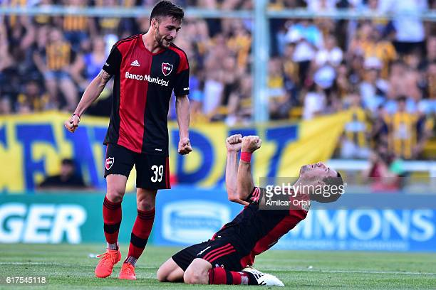 Maxi Rodriguez of Newell´s Old Boys celebrates after scoring during match between Rosario Central and Newell's Old Boys as part of Torneo Primera...