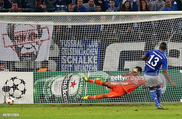 Maxim ChoupoMoting of Schalke scores their fourth goal from the penalty spot past Rui Patrcio of Sporting Lisbon during the UEFA Champions League...