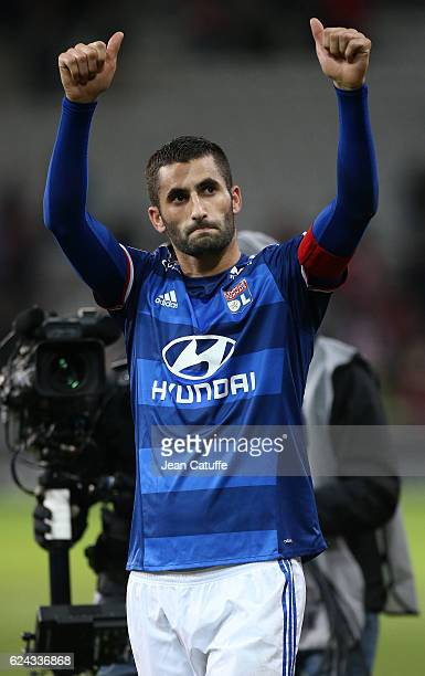 Maxime Gonalons of Lyon thanks the fans following the French Ligue 1 match between Lille OSC and Olympique Lyonnais at Stade PierreMauroy on November...