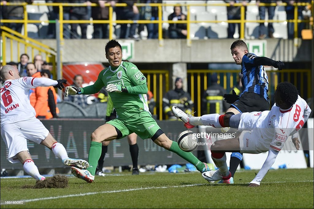 Maxime Lestienne of Club Brugge KV fails to score in front of goalkeeper Eiji Kawashima of Standard during the Jupiler League match between Club Brugge and Standard de Liege on April 01, 2013 in the Jan Breydel Stadium in Brugge, Belgium.