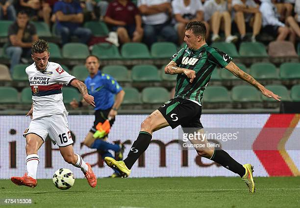 Maxime Lestienne of Genoa and Francesco Acerbi of Sassuolo in action during the Serie A match between US Sassuolo Calcio and Genoa CFC at Mapei...