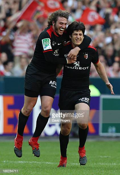 Maxime Medard and David Skrela of Toulouse celebrate after David Skrela scored a drop goal during the Heineken Cup Final at Stade France on May 22...