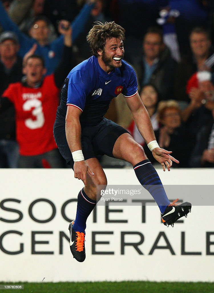 Maxime Medard of France celebrates his try during quarter final two of the 2011 IRB Rugby World Cup between England and France at Eden Park on October 8, 2011 in Auckland, New Zealand.