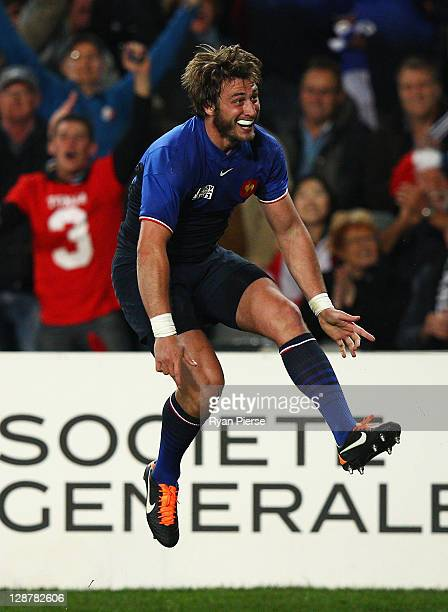 Maxime Medard of France celebrates his try during quarter final two of the 2011 IRB Rugby World Cup between England and France at Eden Park on...
