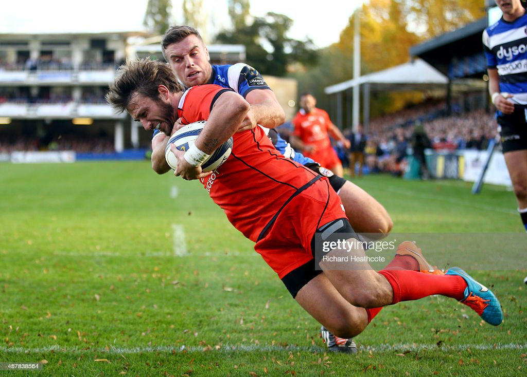 Maxime Medard of Toulouse holds off the challenge of <a gi-track='captionPersonalityLinkClicked' href=/galleries/search?phrase=George+Ford+-+Giocatore+di+rugby&family=editorial&specificpeople=11374128 ng-click='$event.stopPropagation()'>George Ford</a> of Bath to score a try during the European Rugby Champions Cup match between Bath Rugby and Toulouse at the Recreation Ground on October 25, 2014 in Bath, England.