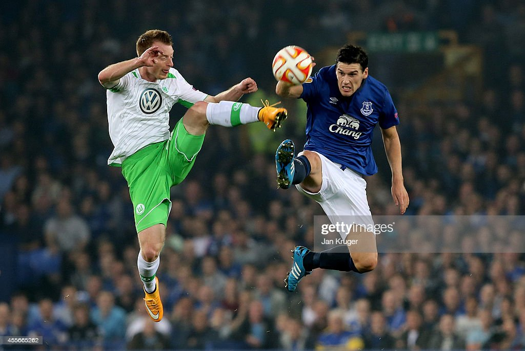 <a gi-track='captionPersonalityLinkClicked' href=/galleries/search?phrase=Maximilian+Arnold&family=editorial&specificpeople=7166144 ng-click='$event.stopPropagation()'>Maximilian Arnold</a> of VfL Wolfsburg and <a gi-track='captionPersonalityLinkClicked' href=/galleries/search?phrase=Gareth+Barry&family=editorial&specificpeople=209123 ng-click='$event.stopPropagation()'>Gareth Barry</a> of Everton compete for the ball during the UEFA Europa League Group H match between Everton and VFL Wolfsburg on September 18, 2014 in Liverpool, United Kingdom.