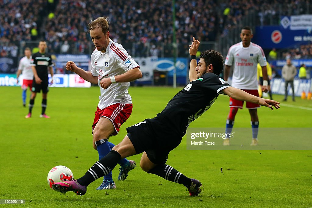 Maximilian Beister (l) of Hamburger SV is challenged by Matthias Zimmermann (r) of Greuther Fuerth during the Bundesliga match between Hamburger SV and Greuther Fuerth at Imtech Arena on March 2, 2013 in Hamburg, Germany.