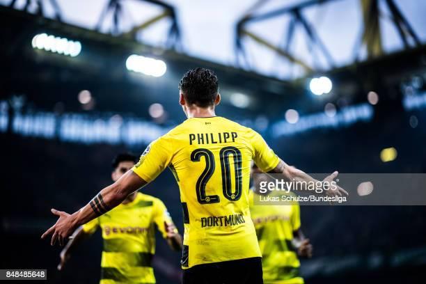 Maximilian Philipp of Dortmund celebrates a goal with team mates during the Bundesliga match between Borussia Dortmund and 1 FC Koeln at Signal Iduna...