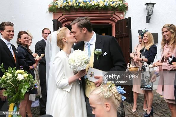 maximilian-prinz-zu-sayn-wittgensteinberleburg-and-his-wife-franziska-picture-id586438644