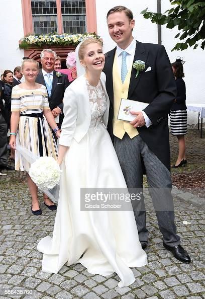 maximilian-prinz-zu-sayn-wittgensteinberleburg-and-his-wife-franziska-picture-id586438760