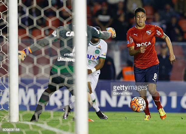 Maximiliano Meza of Independiente in action during a first leg match between Independiente and Chapecoense as part of Copa Sudamericana 2016 at...