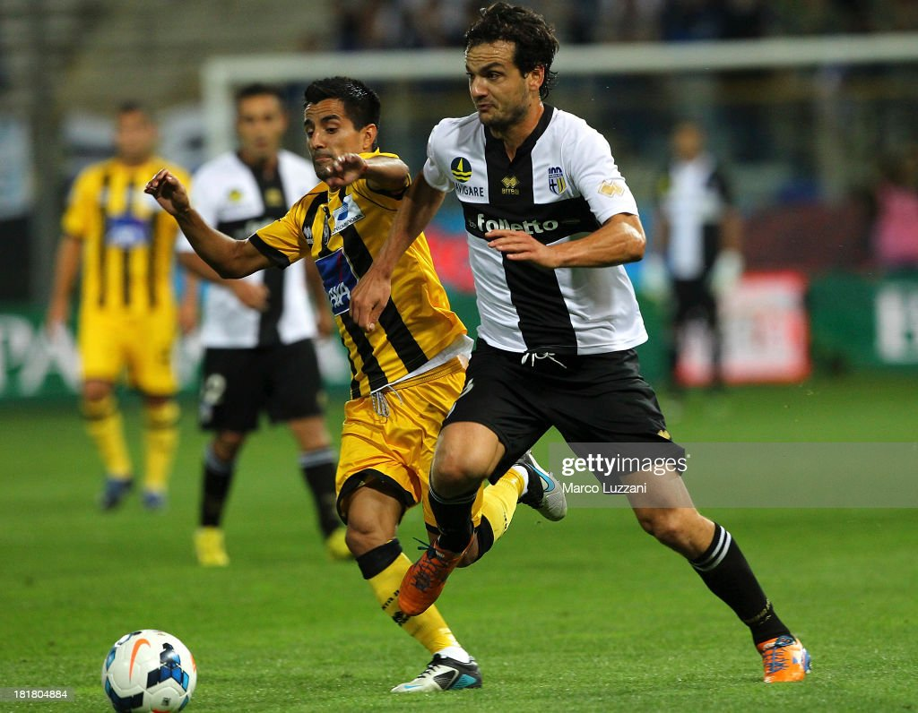 Maximiliano Moralez of Atalanta BC competes for the ball with <a gi-track='captionPersonalityLinkClicked' href=/galleries/search?phrase=Marco+Parolo&family=editorial&specificpeople=6474753 ng-click='$event.stopPropagation()'>Marco Parolo</a> of Parma FC during the Serie A match between Parma FC and Atalanta BC at Stadio Ennio Tardini on September 25, 2013 in Parma, Italy.