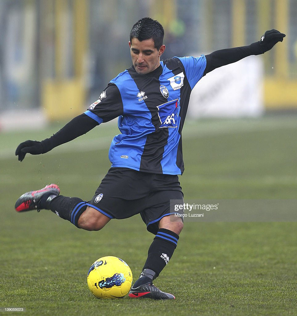 Maximiliano Moralez of Atalanta BC in action during the Serie A match between Atalanta BC and US Lecce at Stadio Atleti Azzurri d'Italia on February 12, 2012 in Bergamo, Italy.