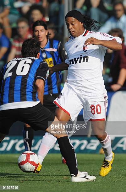 Maximiliano Pellegrino of Atalanta BC competes for the ball with Ronaldinho of AC Milan during the Serie A match between Atalanta BC and AC Milan at...