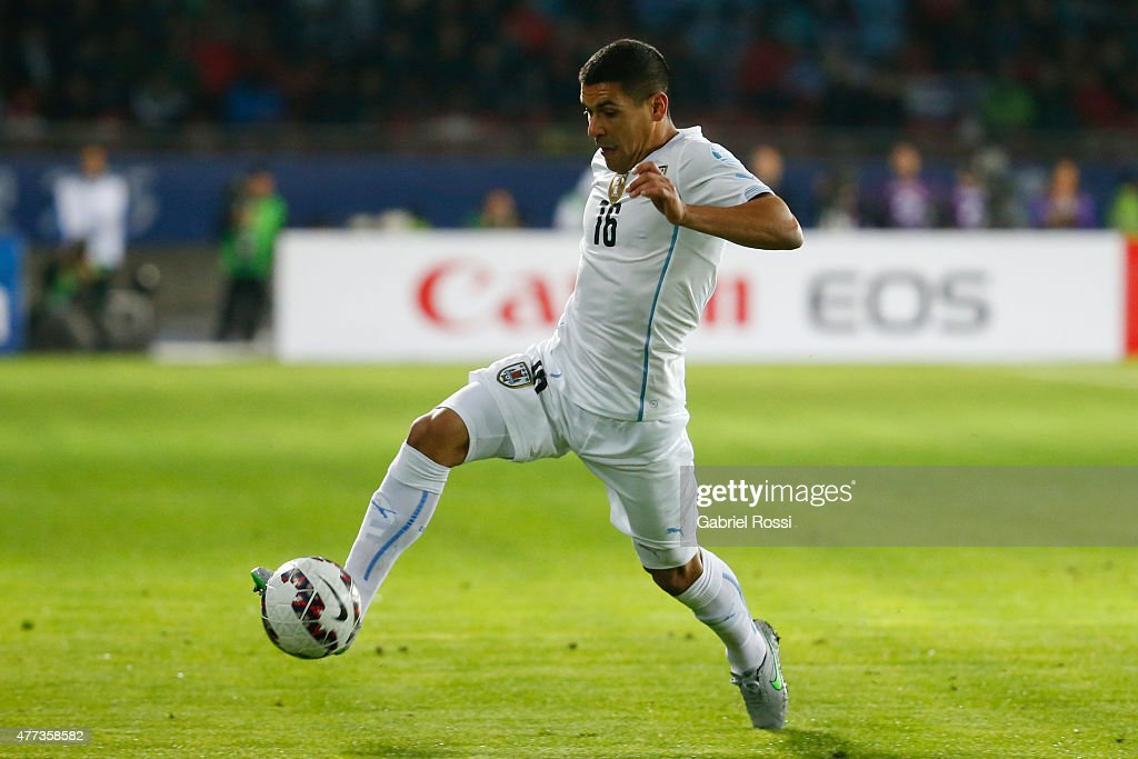 Maximiliano Pereira of Uruguay controls the ball during the 2015 Copa America Chile Group B match between Argentina and Uruguay at La Portada Stadium on June 16, 2015 in La Serena, Chile.