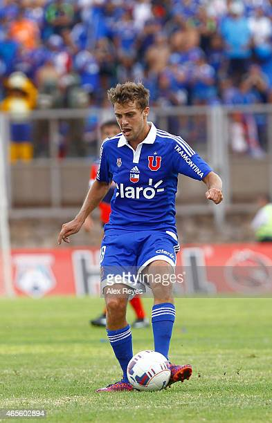 Maximiliano Rodríguez of U de Chile controls the ball during a match between San Marcos de Arica and U de Chile as part of Torneo Clausura 2015 at...