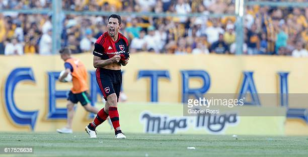 Maximiliano Rodriguez of Newell's Old Boys celebrates after scoring the first goal of his team during a match between Rosario Central and Newell's...