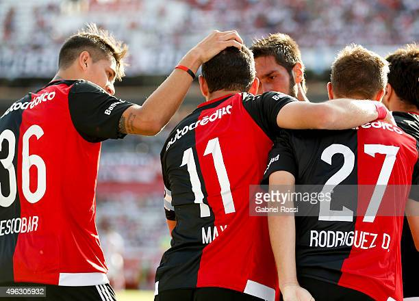 Maximiliano Rodriguez of Newell's Old Boys celebrates with his teammates after scoring the first goal of his team during a match between River Plate...