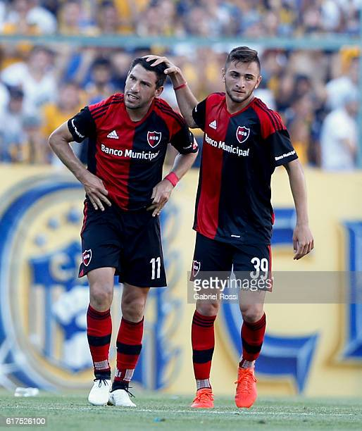 Maximiliano Rodriguez of Newell's Old Boys celebrates with teammate Jalil Elias after scoring the first goal of his team during a match between...