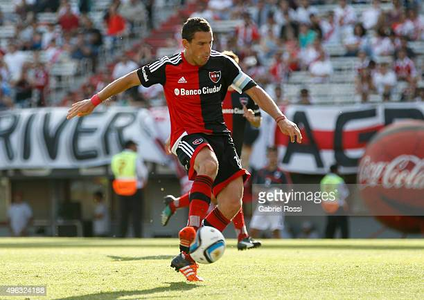 Maximiliano Rodriguez of Newell's Old Boys kicks the ball to score during a match between River Plate and Newell's Old Boys as part of 30th round of...
