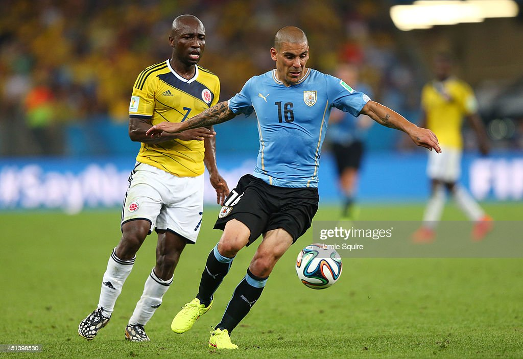 Maximilliano Pereira of Uruguay controls the ball as <a gi-track='captionPersonalityLinkClicked' href=/galleries/search?phrase=Pablo+Armero&family=editorial&specificpeople=631297 ng-click='$event.stopPropagation()'>Pablo Armero</a> of Colombia gives chase during the 2014 FIFA World Cup Brazil round of 16 match between Colombia and Uruguay at Maracana on June 28, 2014 in Rio de Janeiro, Brazil.