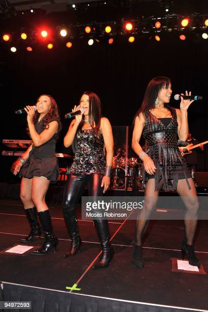 Maxine Jones Dawn RobinsonAllen and Cindy Herron of En Vogue perform at the 26th anniversary UNCF Mayor's Masked Ball at Atlanta Marriot Marquis on...