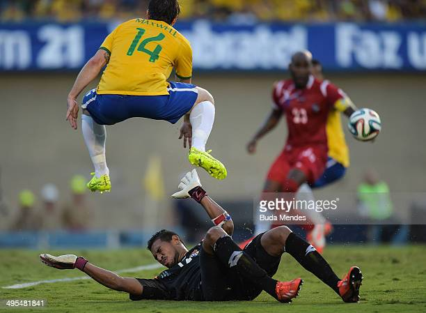 Maxwell of Brazil and Goalkeeper Oscar McFarlane of Panama compete for the ball during the International Friendly Match between Brazil and Panama at...