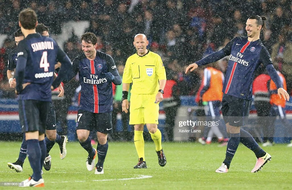 <a gi-track='captionPersonalityLinkClicked' href=/galleries/search?phrase=Maxwell+-+Calciatore+brasiliano&family=editorial&specificpeople=546154 ng-click='$event.stopPropagation()'>Maxwell</a> of Paris Saint-Germain celebrate his goal with Zlatan Ibrahimovic during the French Ligue 1 match between Paris Saint-Germain and Stade Rennais at Parc des Princes on April 29, 2016 in Paris, France.