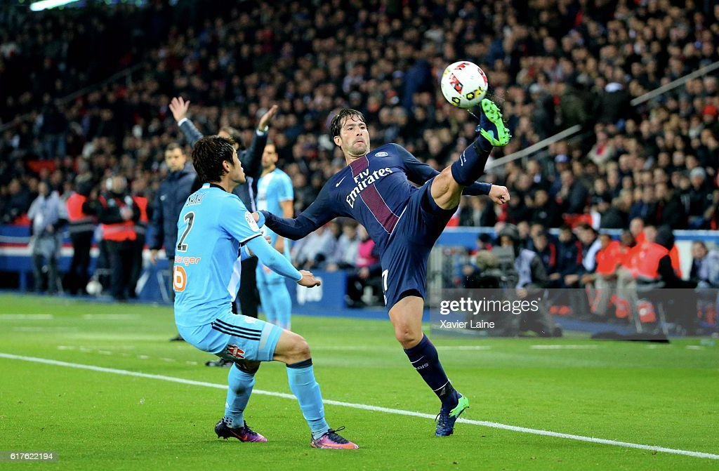 Maxwell of Paris Saint-Germain in action during the French Ligue 1 match between Paris Saint-Germain and Olympique de Marseille at Parc des Princes on october 23, 2016 in Paris, France.