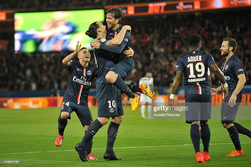 <a gi-track='captionPersonalityLinkClicked' href=/galleries/search?phrase=Maxwell+-+Braziliaans+voetballer&family=editorial&specificpeople=546154 ng-click='$event.stopPropagation()'>Maxwell</a> (C) of PSG reacts after scoring the fourth goal in the 6-0 victory over EA Guingamp during the Ligue 1 game between Paris Saint Germain and EA Guingamp at Parc des Princes on May 8, 2015 in Paris, France.