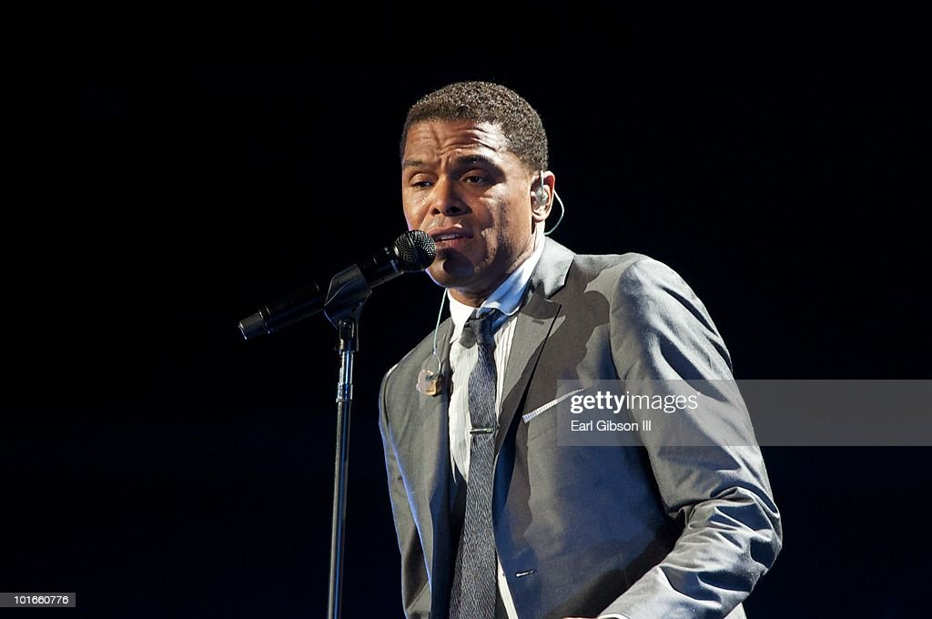 Maxwell performs at the Staples Center on June 5, 2010 in Los Angeles, California.