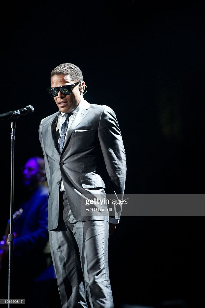 Maxwell And Jill Scott Perform At The Staples Center