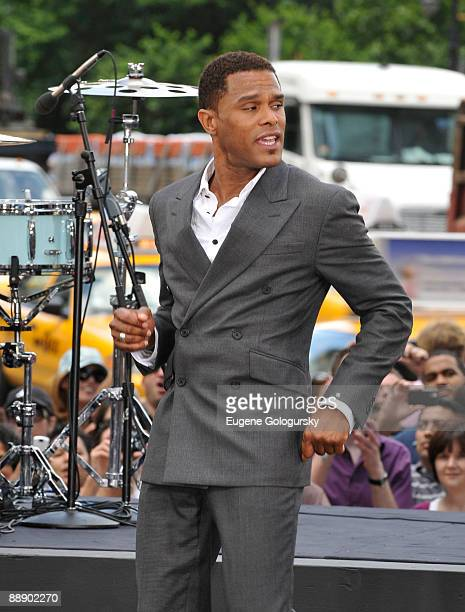 Maxwell performs on CBS' 'The Early Show' at CBS Early Show Studio Plaza on July 8 2009 in New York City