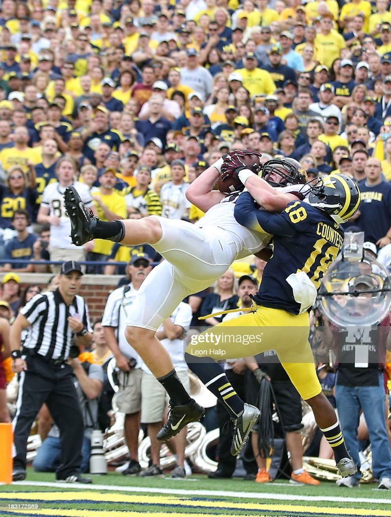 Maxx Williams #88 of the Minnesota Golden Gophers makes the catch over Blake Countess #18 of the Michigan Wolverines for a first quarter touchdown during the game at Michigan Stadium on October 5, 2013 in Ann Arbor, Michigan.