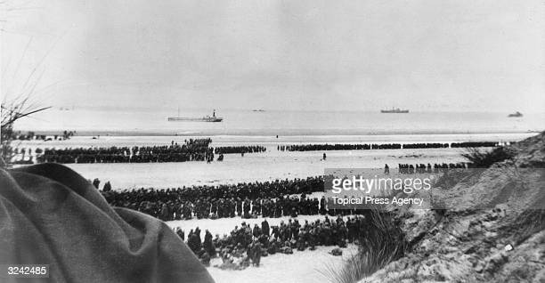 British Expeditionary Forces and French troops awaiting evacuation from the beach at Dunkirk