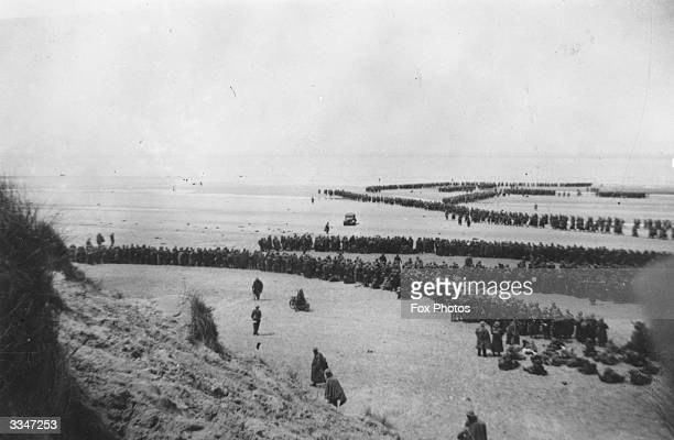 Thousands of soldiers line up to be evacuated from Dunkirk Of the 250000 British troops stranded at Dunkirk after the fall of Belgium000 were lost in...