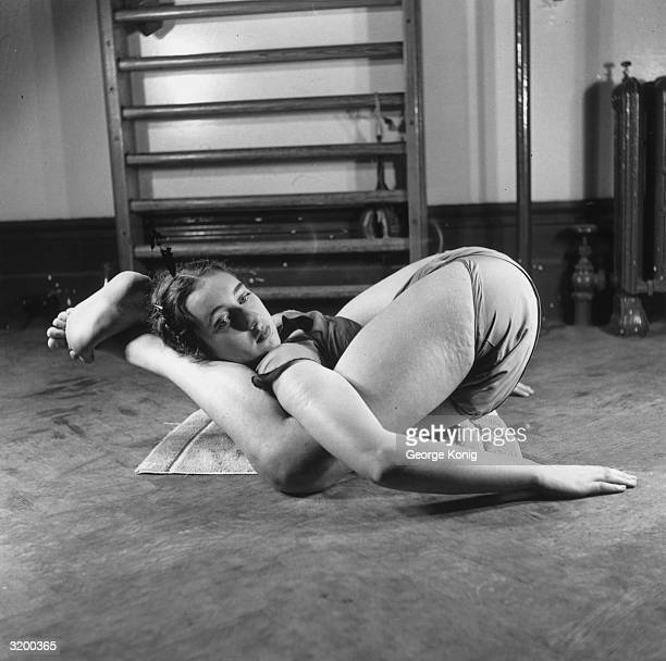 Fifteen year old Pamela Fawn performing yoga exercises at the Tunbridge Wells ballet school At the school run by Madame Nicolaeva Legat students are...