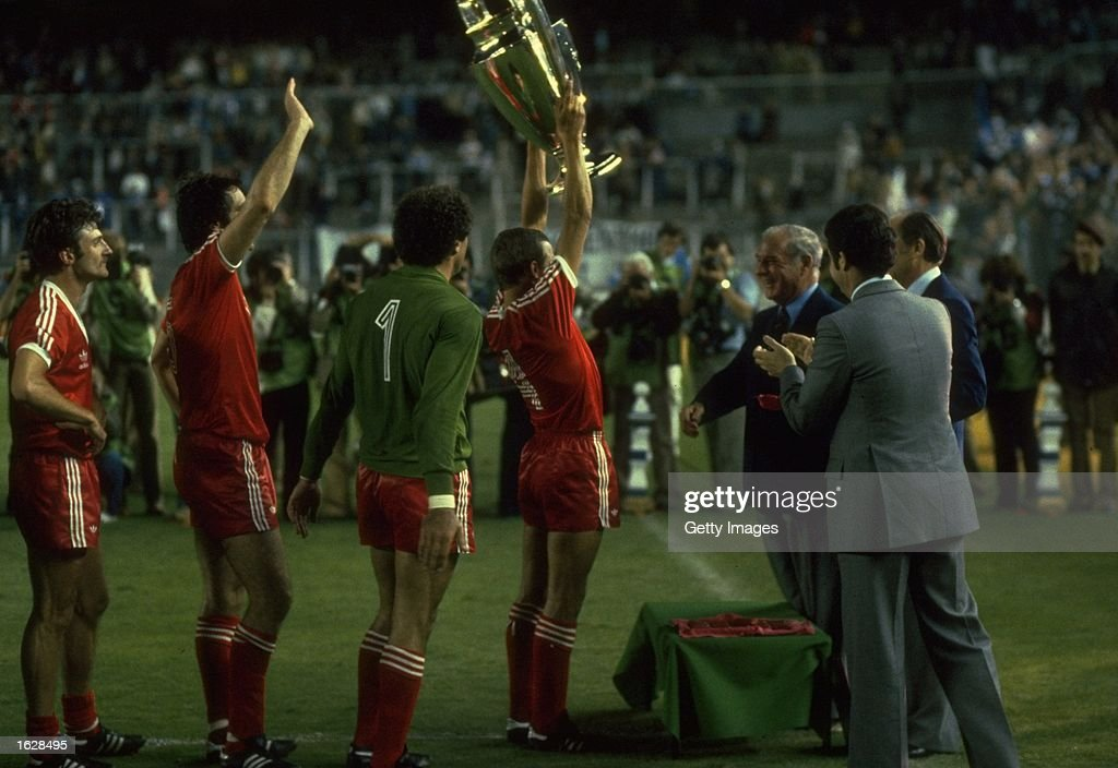 John McGovern of Nottingham Forest lifts the trophy in triumph after their victory in the European Cup Final against Hamburg at the Bernabeu Stadium...