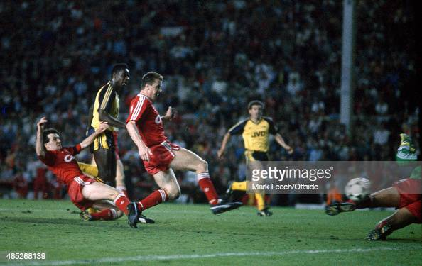 26 May 1989 Football League Division One Liverpool v Arsenal Michael Thomas avoids the challenge of Ray Houghton to score Arsenal's last minute title...