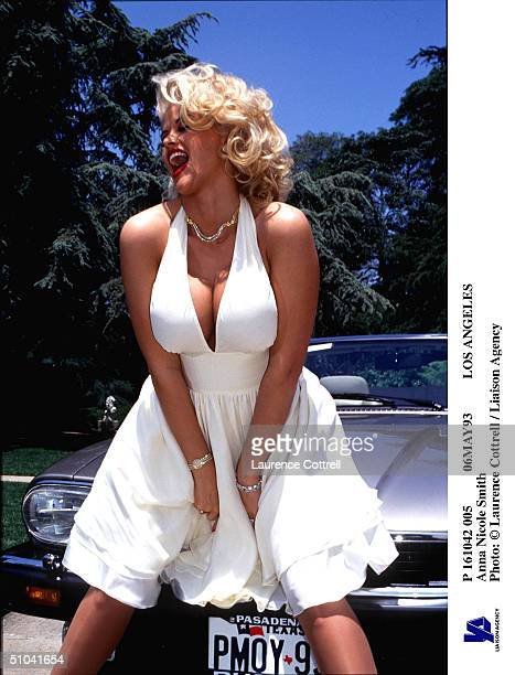 Anna Nicole Smith poses in Los Angeles